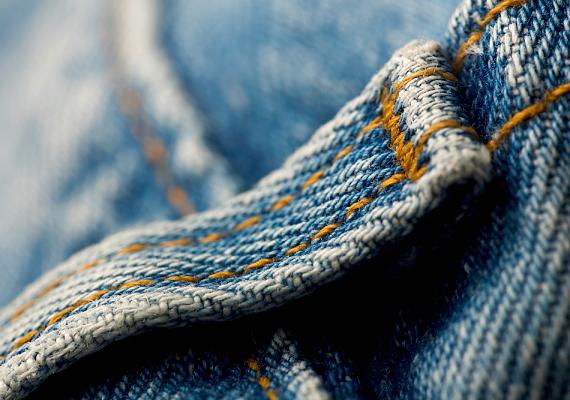 A farmerekhez és a sötét ruhadarabokhoz elegendő a 30-40 fokos mosás.