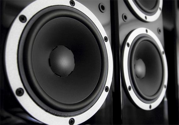 Ha már monitor, nem árt a hangfalakkal is óvatosan bánni, ezek is nagyon sok energiát elhasználnak - nemcsak a számítógéphez csatlakoztatottak, de például a házimozirendszer hangfalai is.