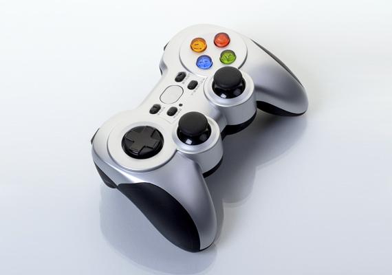 A játékkonzolok, amilyen picik, olyan nagy mennyiségű áramot képesek elhasználni - egy korábbi felmérés szerint a háztartások többet költenek erre, mint világítási célokra.