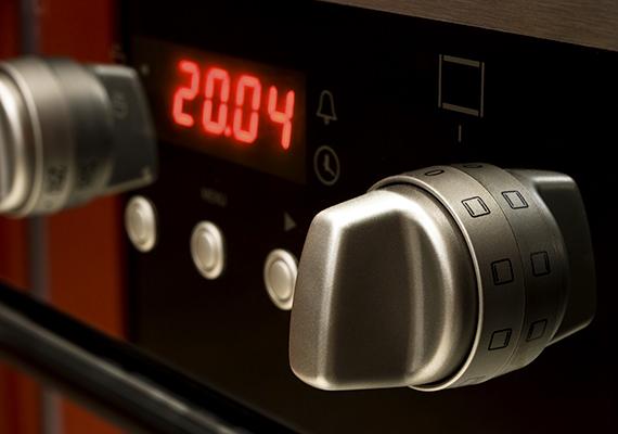 Hasonló a helyzet a villanytűzhely elektronikus órájával is - a vezérlő automatikát is beleértve -, ebben az esetben azonban 44 kWh-ról is szó lehet.