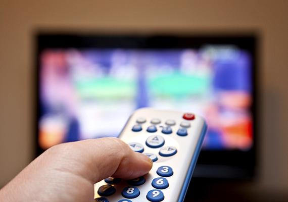 Egy színes televízió energiapazarlása éves szinten 51 kWh.
