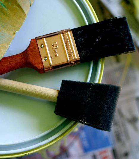 Falfestékek, hígítók                         A lakásban használt festékekben és felületkezelő szerekben található kémiai anyagok folyamatosan párolognak, ezáltal hosszútávon allergiás tüneteket okozhatnak. Ha nem érted, mi áll tüneteid hátterében, érdemes erre gyanakodnod, és olyan terméket választanod, mely minél inkább természetes, és nem tartalmaz allergén anyagokat.