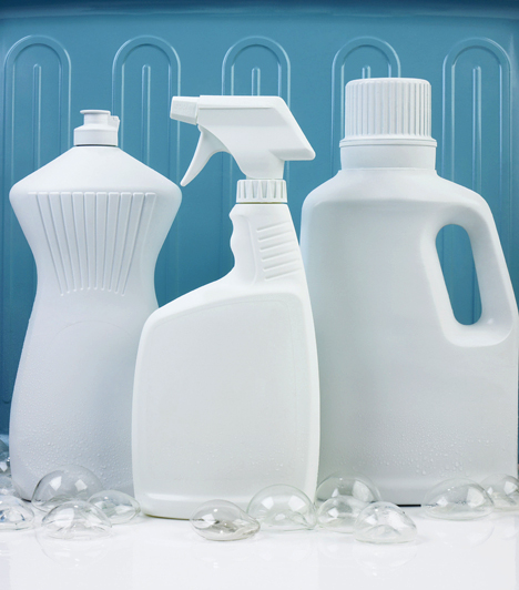 Tisztítószerek  A különféle háztartási vegyszerek nemcsak légúti problémákat okozhatnak, de a környezetet is szennyezik. Többségüknek azonban van hagyományos, házi, természetes változata is, érdemes kipróbálnod őket.  Kapcsolódó cikk: Természetes tisztítószerek a konyhából »