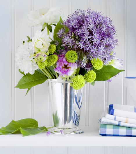 Vágott virágok                         Sokan allergiásak a virágporra, mely elől saját otthonukban sem menekülhetnek meg, ha rendszeresen vágott virággal díszítik az asztalt. Ha komoly tüneteket tapasztalsz, melyek a növény közelében felerősödnek, jobb, ha más dekorációt választasz.