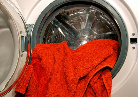 A mosógép nem is fogyaszt olyan sokat, mint gondolnád: átlagosan 70 kWh-t évente. A még ritkának számító szárítógép azonban meglehetősen sokat, 125 kWh-t.