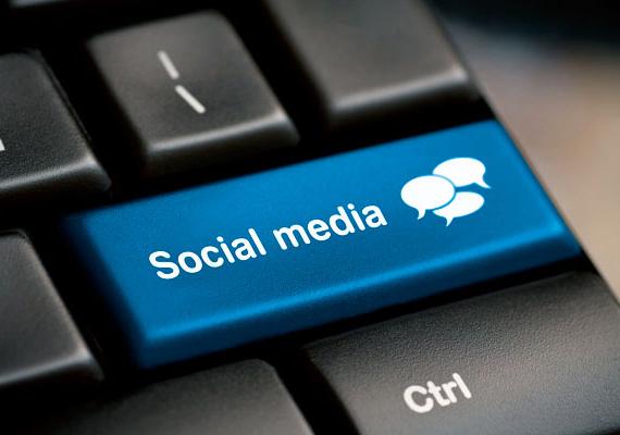 Nagyon figyelj arra is, hogy a közösségi oldalakon mit és hogyan posztolsz ki, állítólag ugyanis ezt is előszeretettel figyelik a potenciális betörők. Kattints, és nézd meg, melyek számítanak a legveszélyesebb posztoknak!