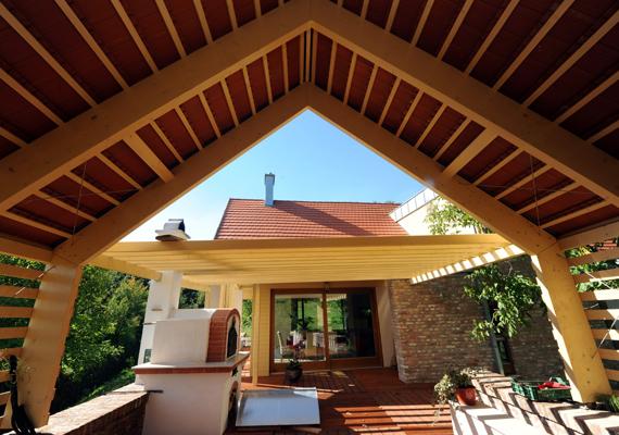 A zengővárkonyi családi házat a Magyar Építész Kamara különdíjra jelölte. Már a terasz sem a minimalizmus jegyében készült.