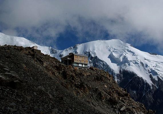 Ez a ház is Franciaországban található, az Alpokban, 3167 méter magasan.