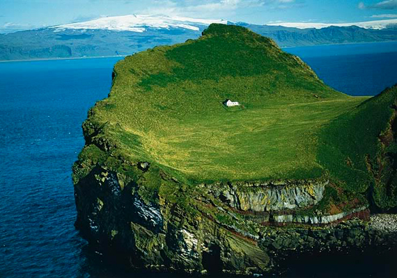 Igen magányos ház Izlandon, Vestmannaeyjar egyik szigetén.