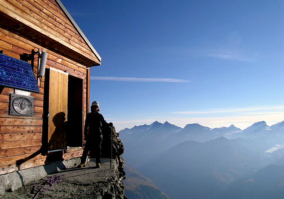 A Solvay-kunyhó Svájcban található, 4003 méteres magasságban, a Matterhorn ormainál. Az épületben rendszerint hegymászók élnek.