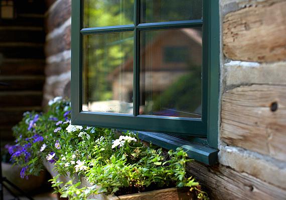 A biztonsági ablakfólia lényeges mértékben megnehezítheti az otthonodba való bejutást, ha azt a betörő az ablaküveg összetörésével kívánta elérni. Kattints ide, ha többet szeretnél tudni a témáról!
