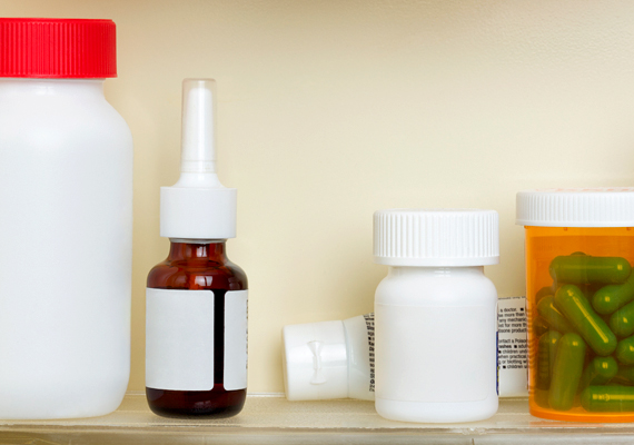 Hívogatóak lehetnek a tapasztaltabb betörők számára a gyógyszeresszekrény nagyobb üvegcséi, vitaminosdobozai is.