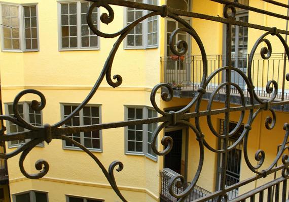 A XIII. kerületi, Gogol utca 22., illetve Hegedűs Gyula utca 71. szám alatti épület. A fotó Pap Judit munkája.