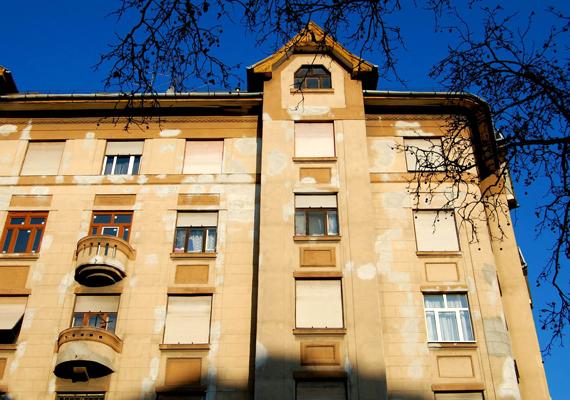 Épület a IX. kerületben, a Haller utca 20. szám alatt. A fotó Hutter Katalin Cecília munkája.