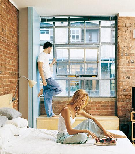 Kos - Felfedezés és biztonságSzeretsz magasan aludni, ezért ha emeletes lakásban laksz, biztosan föntre kerül a háló, ha pedig erre nincs lehetőséged, magasított ágyat választasz. Ez a megoldás a Kos kíváncsi, felfedező természetének kedvez. Tűz jegyként kedveled a vörös színt, de ez barnává vagy téglaszínűvé szelídül a hálószobában, hiszen a biztonságérzet éppolyan fontos számodra, mint a szenvedély.
