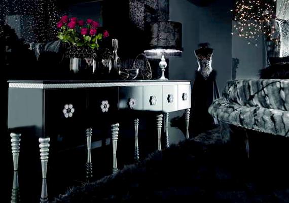 Fekete nappali, fekete bútorok és temérdek fekete szőrme.