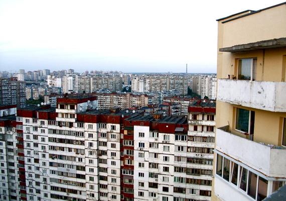 Mint ahogy a többi utódállamban, Ukrajnában sem ritkák a 22 emeletes házakból álló, hatalmas lakótelepek.