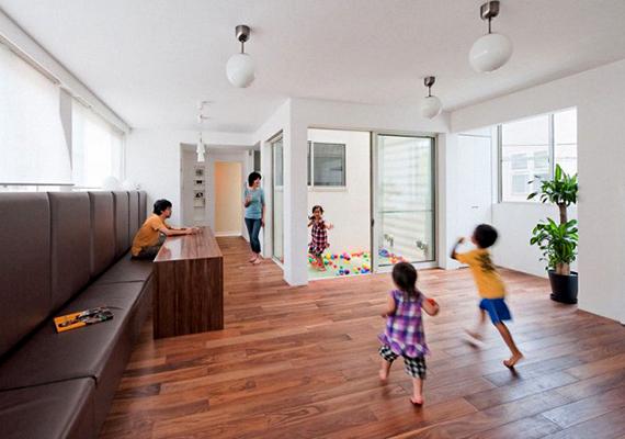 A sajátos kivitelezés a család kérése volt, akik szerették volna, ha gyermekeiknek ebből adódóan is felejthetetlen maradna a családi otthon.