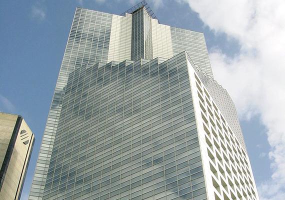 Az épület 2004-ben. Az eredeti tervek szerint pénzügyi központként és luxuslakások otthonaként funkcionáló torony építését 1990-ben kezdték meg, 1994-ben azonban abbamaradt, miután a megbízó elhunyt.