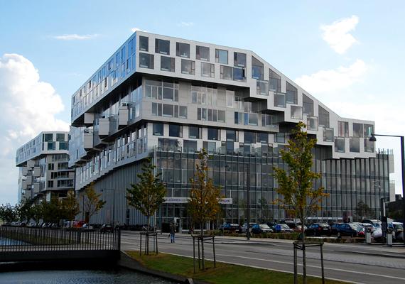 2011-ben ezt a dániai, koppenhágai épületet is díjazták, melyet a Bjarke Ingels Group tervezett. Az épület hivatalos neve 8 house.