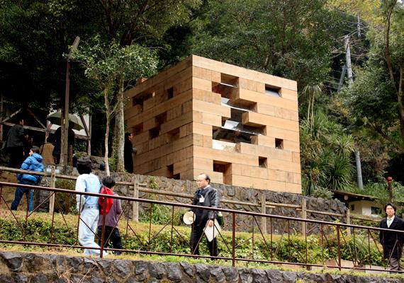 2008-ban díjazott lett ez a Japánban található ház is, melyet a Sou Fujimoto iroda tervezett.