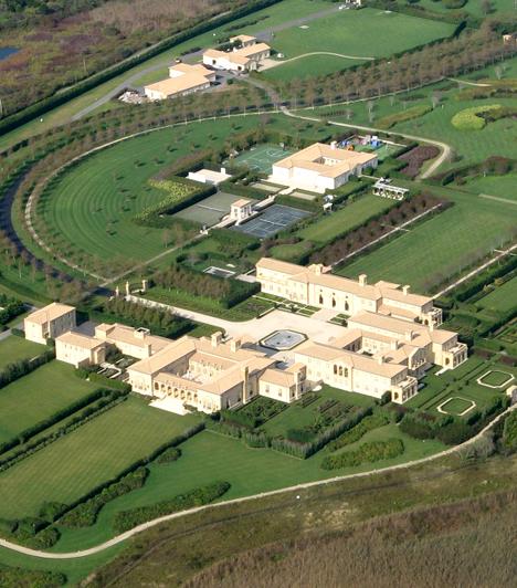 Fairfield, Amerikai Egyesült Államok                         A New York állambeli Sagaponackban található, Fairfield névre keresztelt birtok körülbelül 248 millió dollárt ér, tulajdonosa pedig Ira Rennert amerikai üzletember. A temérdek fürdő- és hálószoba mellett három medencét is magáénak tudhat az ingatlan.