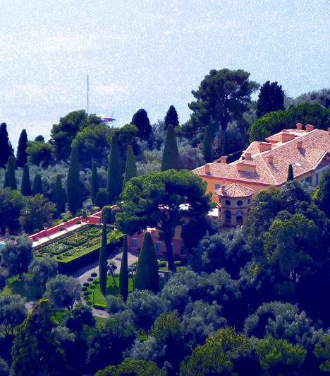 Villa Leopolda, Franciaország  A Villefranche-sur-Mer nevű francia városban található Villa Leopolda Európa legdrágább háza, körülbelül 500-750 millió eurót érhet. A terület egykor II. Leopold belga királyé volt, ma azonban a világ egyik leggazdagabb emberének tartott Lily Safra a tulajdonosa.