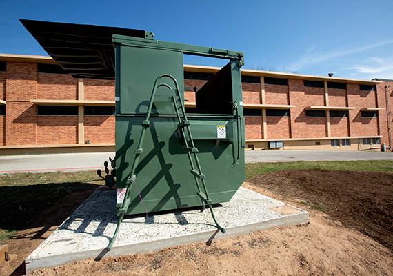 A konténert a projekt második szakaszában igyekeztek kényelmes, lakható otthonná alakítani, már amennyire ez ebben az esetben lehetséges.