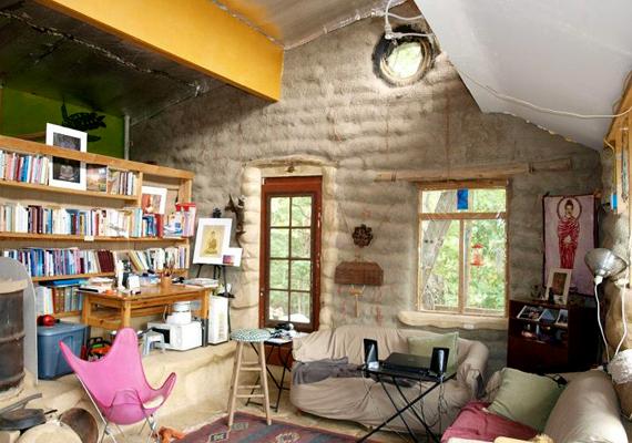 Hangulatos berendezés egy earthbag-házban. Nézd végig a képeket, pontosan hogyan készül el egy ilyen ház.