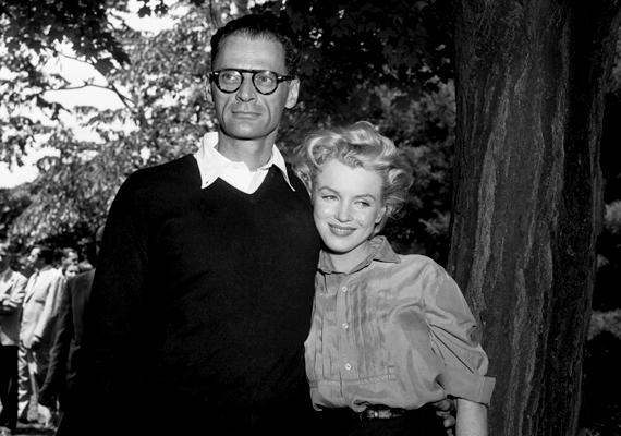 Miután összeházasodott a drámaíró Arthur Millerrel, Marilynnek olyannyira elege lett Hollywoodból, hogy a lehető legmesszebb akart kerülni annak zajától.