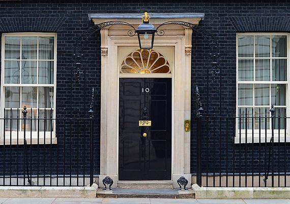 A Downing Street 10. szám alatt álló miniszterelnöki otthon bizonyára ismerős, sokszor lehet látni, amint az Egyesült Királyság mindenkori elnöke - jelenleg éppen David Cameron - itt fogadja vendégeit.