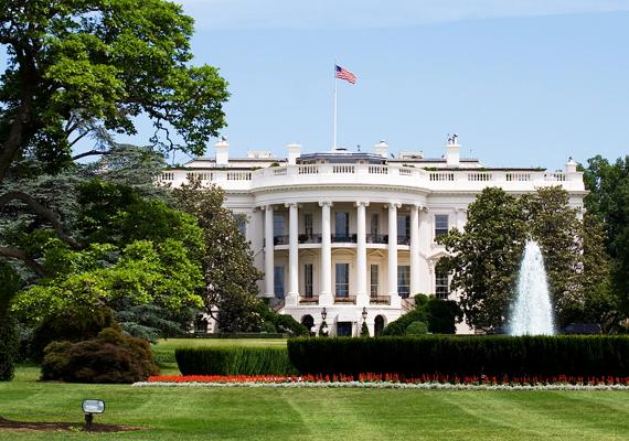 Természetesen az amerikai egyesült államokbeli Fehér Ház sem hiányozhat a listáról, mint elnöki rezidencia. 1792-ben kezdték el építeni, és ez is a neoklasszicista építészet jellegzetességeit őrzi magán.