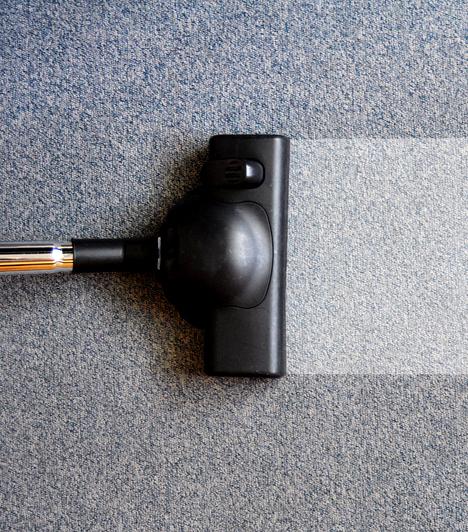 PadlószőnyegA szőnyegek szálai között illetve a szőnyeg és a padló között előszeretettel telepednek meg atkák, illetve más élősködők, például a lakásban tartott állatoknak köszönhető bolhák is gyakorta itt bújnak meg.Kapcsolódó cikk:A házi szőnyegtisztító folyadék receptje »