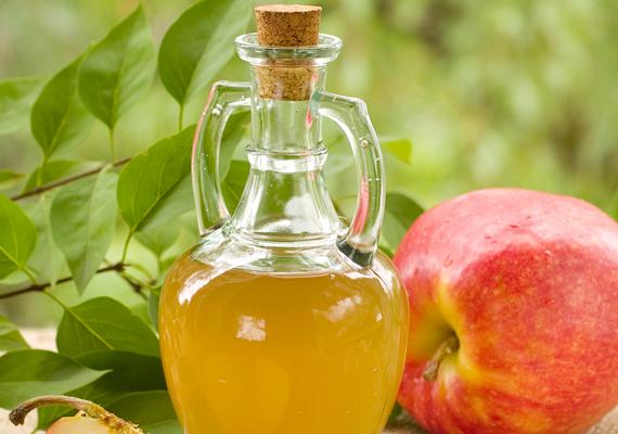 Enyhíthetsz a túl sós ízen, ha egy kis almaecetet, illetve ugyanannyi cukrot adsz az ételhez. Kattints ide, és tudd meg, még mire jó az almecet!