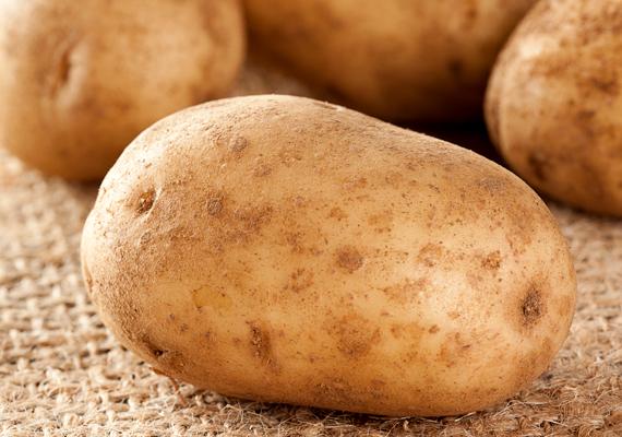 Ha túl sós lett a leves, jelentős mértékben javíthatsz rajta, ha nyers burgonyát főzöl bele. Kattints ide, és tudd meg, még mire jó egy szem krumpli!