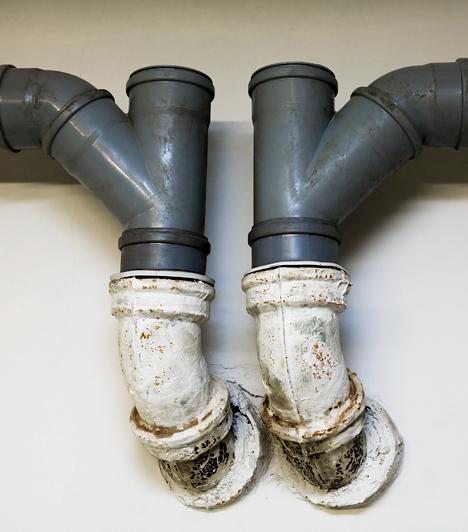 Régi cső- és vezetékrendszer                         A régi, elhasználódott cső- és vezetékrendszerek nemcsak, hogy ronthatják a lakás értékét, de idővel komolyabb problémákat is okozhatnak. Érdemes bizonyos időközönként ellenőriztetni, karbantartani őket.