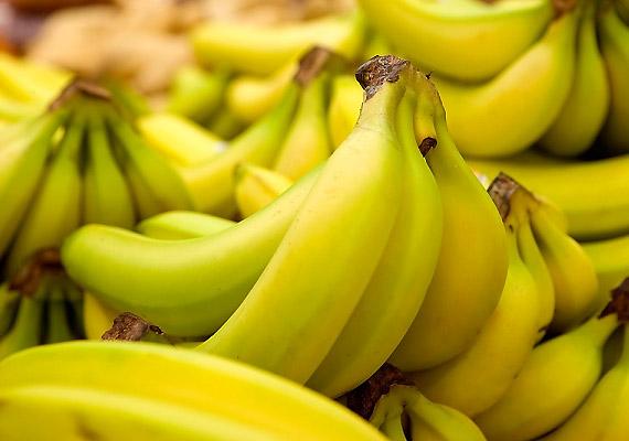 A banánt nem ajánlatos a hűtőbe tenni, a hideg hatására ugyanis jóval gyorsabban megbarnul és megpuhul.