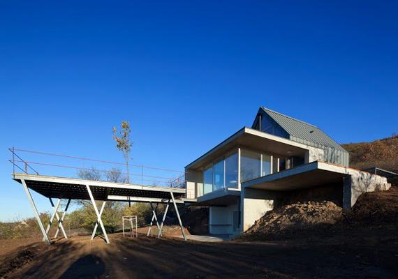 A Magyar Építőművészek Szövetsége különdíját egy Kővágószőlősön található hétvégi ház nyerte el, melynek építésze Borsos Ágnes és Bachman Zoltán volt.