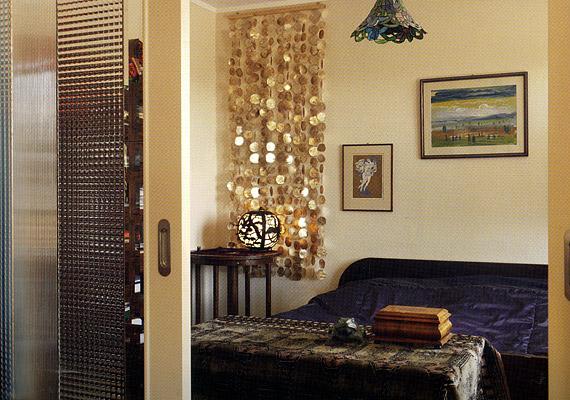 A szürkébe hajló bézs szín a lakás egészében dominál.