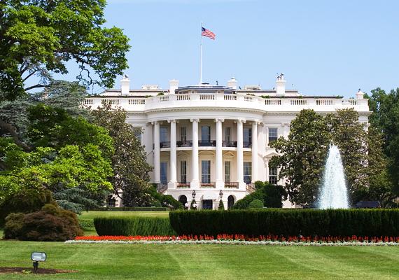 Az elnöki rezidencia neoklasszicista stílusban, homokkőből épült. Nyolc évig építették, hivatalosan 1800-ban nyitotta meg a kapuit az elnökök és családjaik előtt.