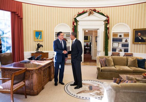 A második emeleti ovális iroda már ismerős lehet, hiszen az amerikai filmekben az elnök mindig itt tartózkodik, mikor dolgozik. Ez a való életben sincs másképp.