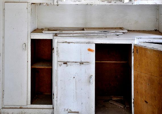 Vigyél el innen mindent, ami nem tökéletes, például a régi, kopott bútorokat.