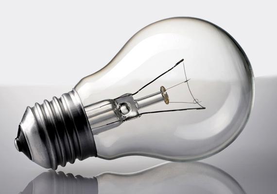 Régóta tudjuk, hogy a hagyományos izzó nem számít túl takarékosnak, ezért, ha használsz még ilyet, érdemes lecserélni energiatakarékosabb fényforrásra, például kompakt fénycsőre, halogén izzóra vagy LED-es világításra. Sorra vesszük, melyikkel mennyit spórolhatsz, illetve azt is, melyiknek milyen előnyei és hátrányai vannak.