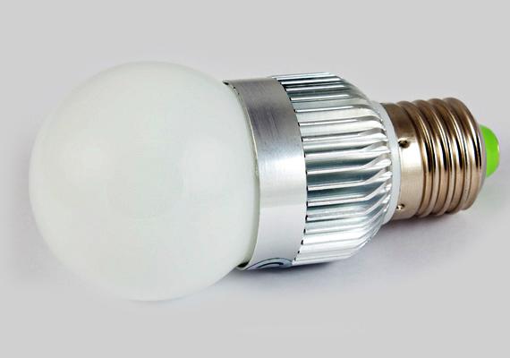 A LED-fényforrás egy év alatt ennél kisebb megtakarítást jelent, a hagyományos izzóval szemben mindössze 3993 forintos spórolásra elég. Fontos tudni azonban, hogy ez főként annak köszönhető, hogy a kalkulátor igen magas, több mint nyolcezer forintos árral számol, ennél azonban olcsóbb típusok is léteznek. Nagyon magas azonban az élettartama, így hosszabb távon jelentős megtakarítást jelenthet, három év alatt például már több mint 45 ezer forintot spórolhatsz meg a kalkuláció szerint. Előnye továbbá a kapcsolgatással szembeni ellenálló-képessége is.