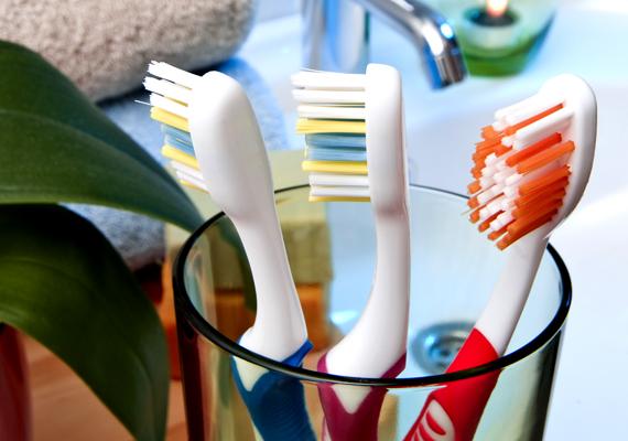 Ecet és víz oldatával szinte mindent fertőtleníthetsz a fogmosópoharaktól egészen a WC-csészéig.