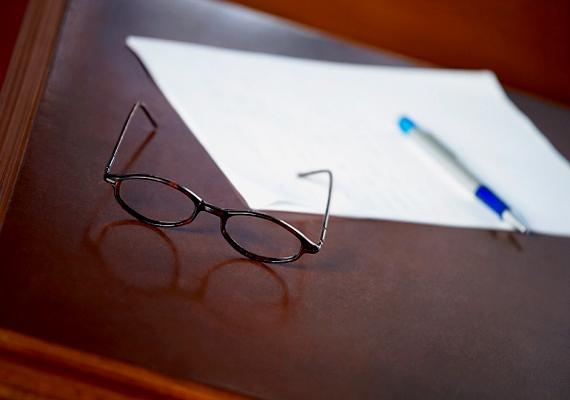 A szemüveg és más üvegek párásodását is megelőzheted, ha fogkrémmel kened át a felületet, majd alaposan letisztítod.