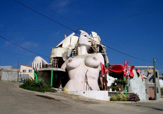 A La Sirena, vagyis a sellő névre hallgató, többszintes mexikói ház egy Armando Muñoz García nevű művészhez köthető.