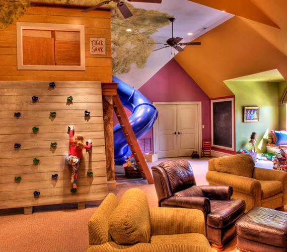 A legtöbb család örül, ha saját szobát tud minden gyerekének biztosítani, a hatalmas belmagassággal bíró, megszámlálhatatlan játékkal felszerelt játszószobák általában a gazdagabbak kiváltságát jelentik.