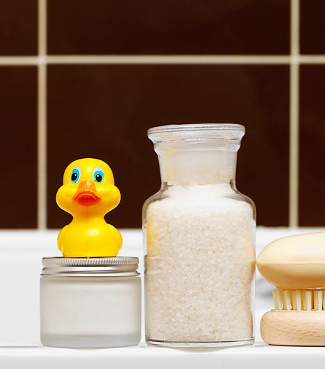 Néhány ötletes kiegészítővel nemcsak könnyebb rendben tartani a fürdőszobát, de a hangulatát is feldobhatod. Íme, 14 mókás és praktikus eszköz, amit érdemes beszerezned!