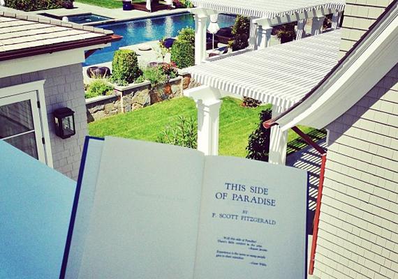 - Az Édentől messze - F. Scott Fitzgerald már első regényében is kritikusan ábrázolta az amerikai elit fiataljainak életmódját.